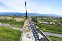 高速道路の修繕更新は通行を規制しながら進めることも(2016年度、福島県内の東北自動車道)