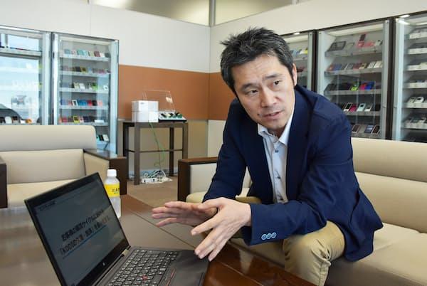 KDDIソリューションマーケティング部部長の中東孝夫氏