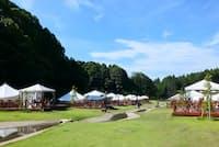 千葉県香取市の「THE FARM」。グランピング用の大型テントが立ち並ぶ