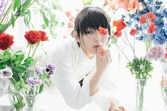 DAOKO 1997年生まれ、東京都出身。15歳の時に「ニコニコ動画」に投稿した楽曲で注目を集め、2012 年にインディーズ、15年にメジャーデビュー。17年発売の『打上花火』のミュージックビデオの再生回数は1億回を超える。17年12月に2ndアルバム『THANK YOU BLUE』をリリース