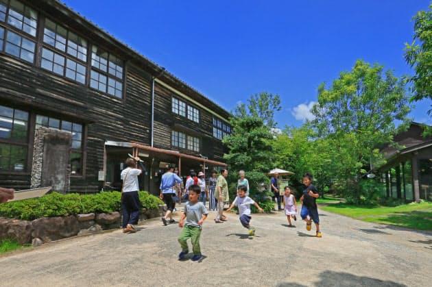 懐かしき学び舎で食や湯を満喫 「廃校の宿」10選|NIKKEI STYLE