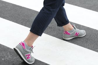 横断歩道の白線をまたぐようなイメージで歩くのが理想