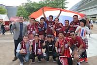 Jリーグでのタイ選手の活躍を見ようと、タイから多くの観光客が訪れている(神戸市のノエビアスタジアム神戸)