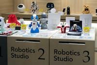 専門の売り場が成立するほど、種類が増えてきたコミュニケーションロボット。離れて暮らす家族の「見守り」でも人気だという