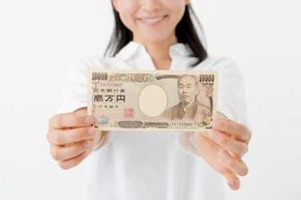 習慣を見直して支出を月1万円削減しよう(写真はイメージ=PIXTA)