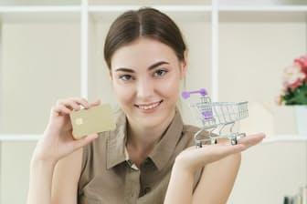 上手にお金を使い、予算内に収めるためにはどうすればいい?(写真はイメージ=PIXTA)