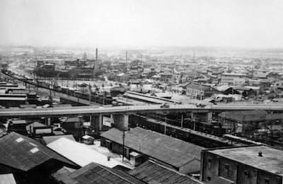 1960年前後の川口市は鋳物工場が多く、活気にあふれていた=川口市提供