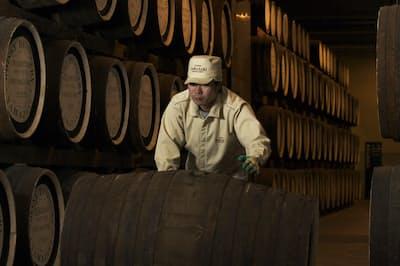 樽貯蔵へのこだわりがウイスキーの味わいを深める(サントリーの山崎蒸溜所)