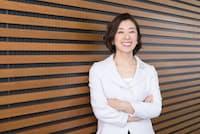 輝くような笑顔が素敵な小西美穂さん。(nikkei WOMAN Onlineより)=写真/稲垣純也