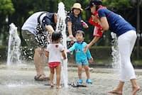 自治体は、温暖化被害の軽減策の策定が必要になった(7月3日、名古屋市の公園)