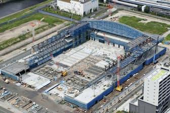 2020年の東京五輪に向けて建設が進む有明体操競技場(7月11日、東京都江東区)=共同