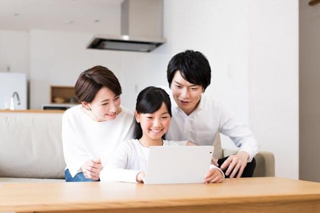 日本の中学生のパソコン所持率は30.3%と、他国に比べて段違いに低い(写真はイメージ=PIXTA)