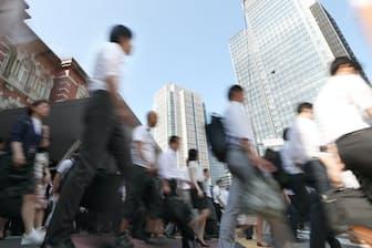 少子高齢化で保険料を負担する現役世代は減っていく(東京・丸の内)