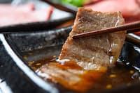 肉をおいしく食べるために欠かせない「焼き肉のたれ」=PIXTA