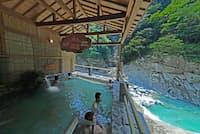 1位の祖谷温泉の露天風呂「せせらぎの湯」(徳島県三好市)