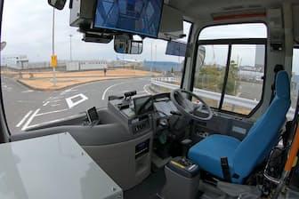SBドライブとANAホールディングスは、運転席に人がいない状態でのバス走行実験に成功した(2月、東京都大田区)=SBドライブ提供