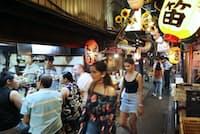 外国人観光客は日本の食べ物に興味が強い(東京都新宿区の「思い出横丁」)