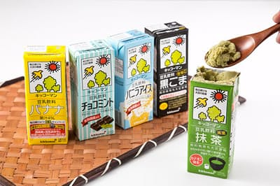 ロングセラーのキッコーマンの豆乳飲料シリーズ。冷凍庫で凍らせるとヘルシーなアイスになると、話題が沸騰。売り上げが急上昇している