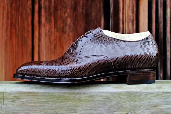 整形靴としての機能性とビスポーク靴の美しさの両立をめざした