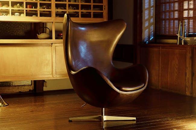 すっぽりとからだを包み込んでくれて自分だけの時間を過ごせる椅子「エッグ」