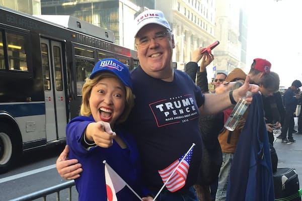 ヒラリー・クリントンさんにふんした石井てる美氏。場数を踏み、本人になりきっている(米ニューヨークにて)