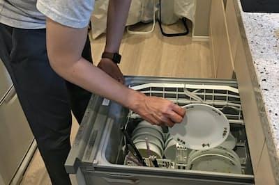 食洗機を使う際は、大きさがそろった専用皿を使うと収容量が増え効率的になる