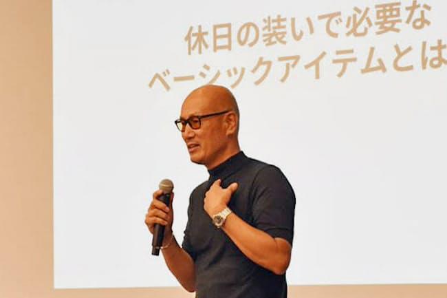 森岡氏はカジュアルのサイズ感に「適度な余裕」が大事だと強調した(6月、東京都千代田区)