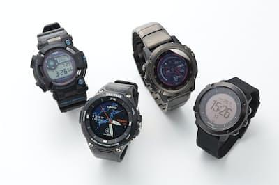 カシオ計算機の「フロッグマンGWF-D1000B-1 JF」(左上)「PRO TREK Smart WSD-F20」(左下)、ガーミンの「fenix 5X Plus Sapphire Ti Black」(右上)、SUUNTOの「SUUNTO TRAVERSE SAPPHIRE BLACK」(右下)