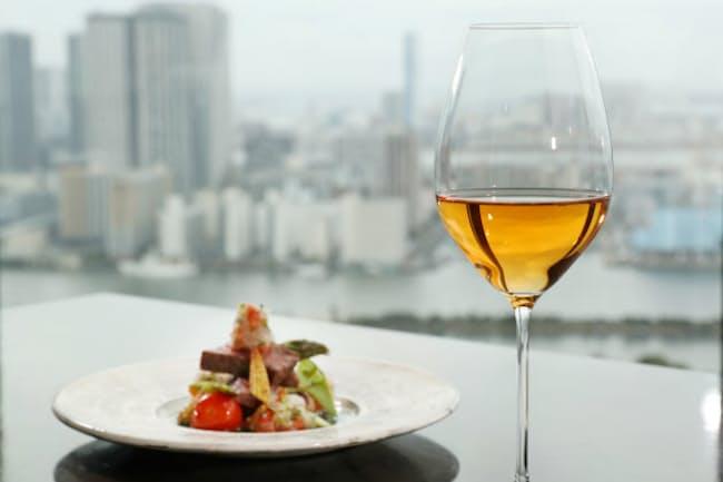 オレンジワインは和の食材との相性もいい。(コンラッド東京の日本料理「風花」)