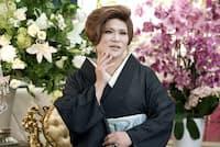 1962年福岡県福智町生まれ。横浜市の高級美容室で修業後、92年にヘアメークアーティスト事務所「アトリエIKKO」設立。カリスマ美容家のほか実業家、テレビタレント、書道家としても活躍中。