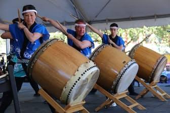 バンクーバーの夏祭り「パウエル祭」で見事な演奏を披露する「語り太鼓」。1979年カナダで最初に結成された和太鼓グループです(写真:japan-guide.com)