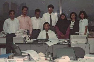 東南アジアの経済発展を肌で感じた(インドネシア駐在時、中央で座っているのが本人)