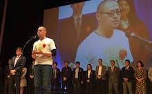 昨年実施した第1回日経ソーシャルビジネスコンテスト表彰式で、登壇する西口洋平さん
