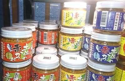 土佐の赤かつおシリーズ。高知市内でしか売られていなかった商品も、今では関東圏のコンビニでも見かけるほどの人気ぶり