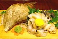 肝も添えられたバイ貝の刺し身(富山市の魚処やつはし)