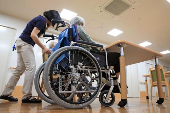 介護が長期にわたると負担が重いし、介護保険や医療保険を通じて国の社会保障費もふくらむ