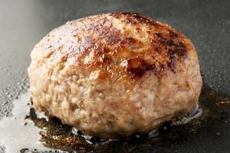 肉の選び方、こね方、火の通し方…… 「おいしいハンバーグ」には多様な要素がある=PIXTA