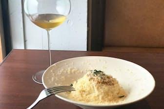 「バール ア フロマージュ スーヴォワル」はこだわりのチーズ料理が自慢