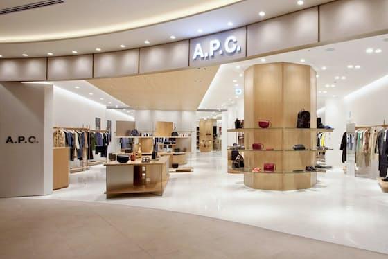 「A.P.C.」の東京ミッドタウン日比谷内の旗艦店(東京都千代田区)