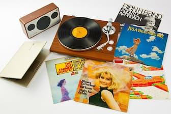 最新のアナログレコードプレーヤーで、懐かしのレコードをよみがえらせたい