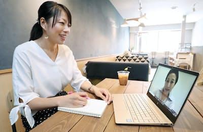 ビデオ通話で社外メンターとキャリアについて相談する近藤さちさん