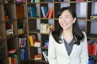 外資系企業などでの経験を生かし、経営コンサルタントとして独立した秋山ゆかりさん