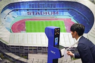 東京五輪・パラリンピックの会場に導入されるNECの顔認証システム(8月7日午前、東京都千代田区)=AP