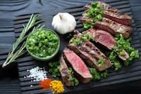中南米でステーキを食べると必ずついてくる緑のソース「チミチュリ」