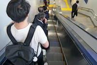 駅などのエスカレーターでは「片側空け」が浸透している(JR東京駅)