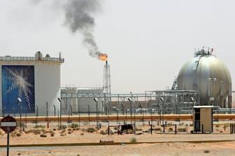 原油の国際価格が高値圏にある(サウジアラビア)=ロイター