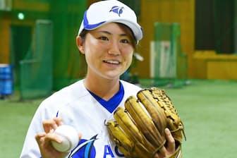 09年関西独立リーグの神戸9クルーズでプレー。10年渡米、11年米国独立リーグで2人目の女性勝利投手に。日本の独立リーグでもプレー後、現在はエイジェック女子硬式野球部監督兼選手。