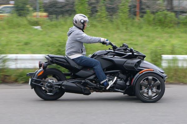自動車の免許があれば乗れる三輪オートバイ「カンナム・スパイダー」(写真はF3)