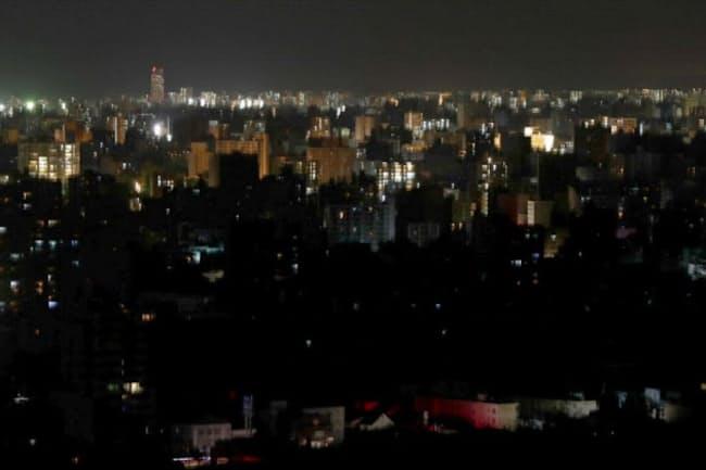 停電で大半の明かりが消えた札幌市内