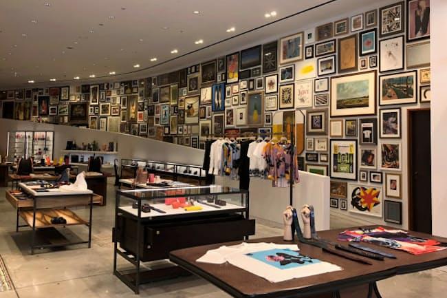 ポール・スミス六本木店には、23メートルのアート・ウォールを配置(東京・港)